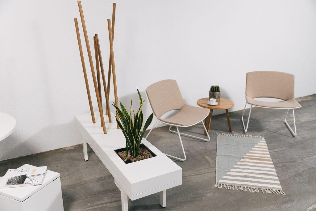 Büromöbel-kühnle'waiko-Dreibein-Tisch