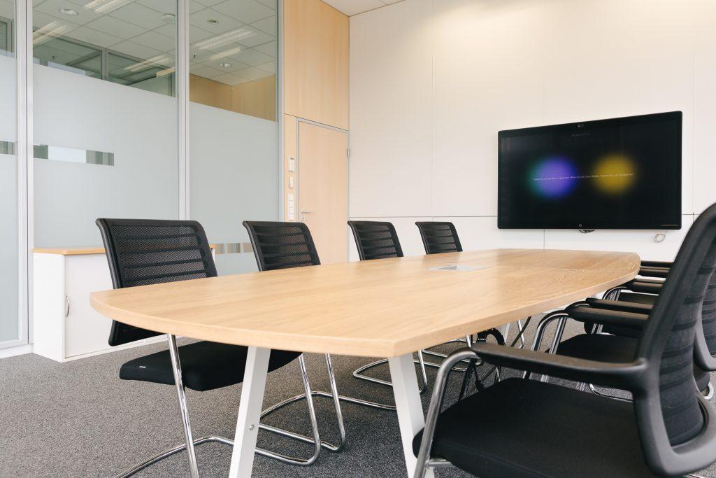 Büromöbel-kühnle'waiko-Besprechung